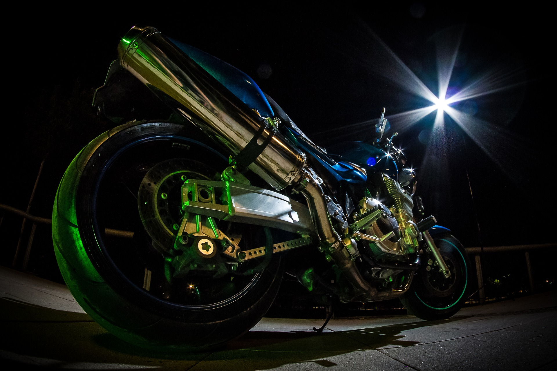 motorcycle-2543189_1920